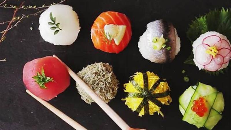 不用技巧也不用專業師傅,只要保鮮膜就能完成最適合野餐的《圓壽司》!