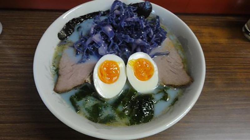 這碗魔幻藍色拉麵你敢吃嗎?甜鹹口味都有的東京彩色拉麵店!