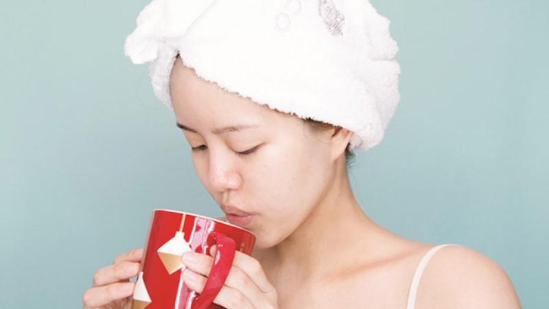 起床一杯水不喝照樣能美顏?早上5分鐘肌膚保養術,讓倒頭就睡的你迅速恢復咕溜肌!