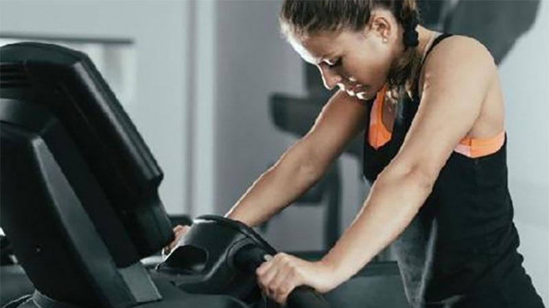 健身不成反傷身?5個常在跑步機上犯的錯誤