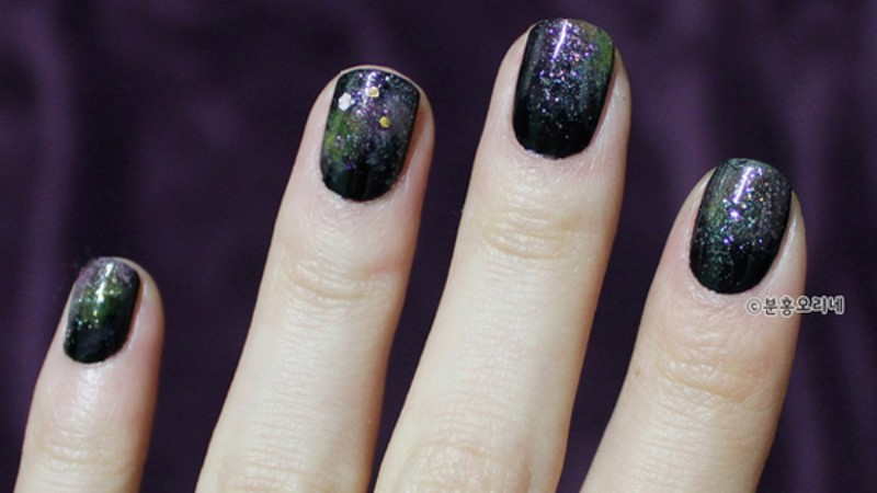 自己DIY也可以有千元光療質感的銀河指彩