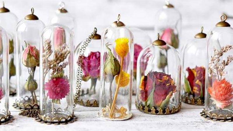 還在送鮮花就落伍了,送上乾燥花飾品讓戀情就停滯在那個瞬間吧!