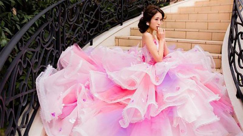 誰說婚紗一定要白色的!超夢幻「彩虹」禮服讓你躍升精靈系新娘