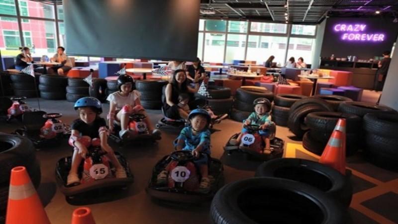 【在歐美很流行的卡丁車~台灣也可以玩囉!全台第一家卡丁車主題餐廳在內湖!】大小朋友都可以來這裡享受甩尾的快感!