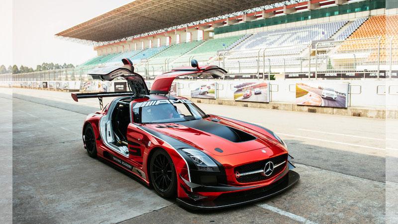 我們與「AMG駕駛學院」的前F1冠軍車手聊了聊什麼是開車